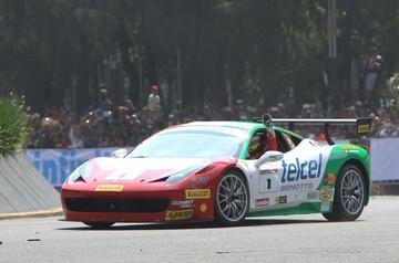 Ferrari da una exhibición en Ciudad de México