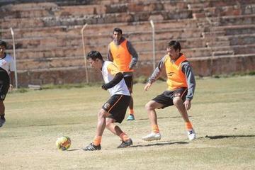 Real pisa tierra uruguaya para enfrentar al club Juventud