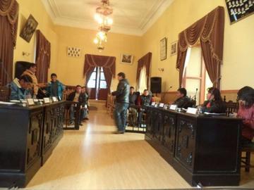 Concejales piden llamar la atención a alcalde por viajes
