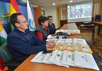 Bolivia y Chile acuerdan combatir contrabando de ropa usada y autos