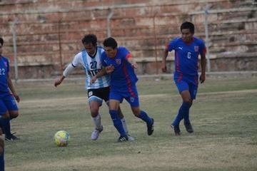 Universitario y H. Players abren la décima segunda fecha del torneo local de fútbol