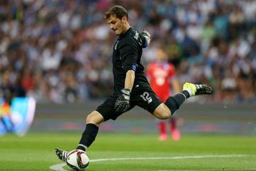 El Oporto golea 3-0 al Guimaraes y asume la punta