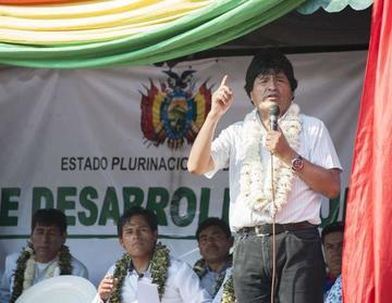 El presidente Morales promete más tierras a cocaleros del Chapare