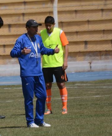 Dirigentes de Real deciden ratificar como técnico a Rossi