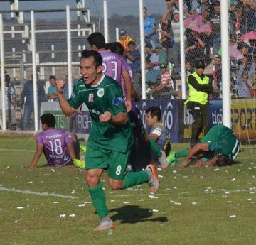 Petrolero remonta y vence 2-1 a Real