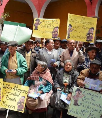 Adultos Mayores festejaron ayer el Día de la Dignidad