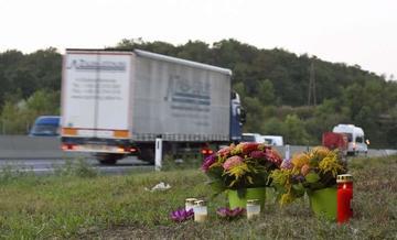 Hallan camión frigorífico con 71 personas fallecidas en Austria