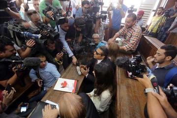 Egipto condena con la cárcel a 3 periodistas