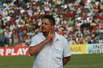 Nacional presenta hoy al técnico mexicano De La Torre