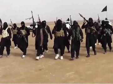 El Estado Islámico muestra la quema de cuatro chiíes en Irak