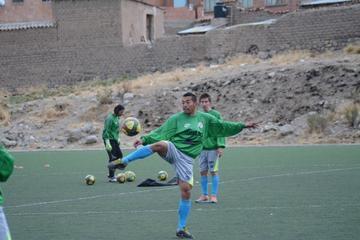 De La Torre prueba con tres jugadores en el ataque