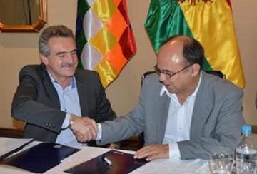 Argentina da aviones de entrenamiento y lanzacohetes a Bolivia