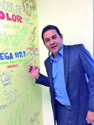 Jimmy Morales pasa a una segunda vuelta en  comicios de Guatemala