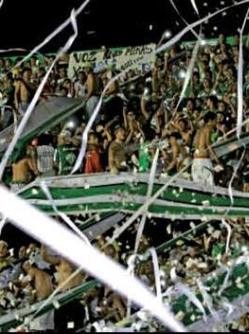 """La bronca del hincha estalló en el estadio Tahuichi"""""""