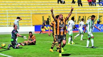 El Tigre golea y acecha al líder