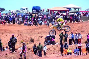 Flores se impone en el campeonato de motociclismo
