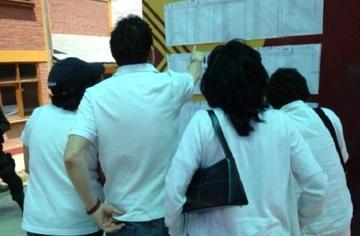 Electores en Mallasilla votaron con poleras blancas, como protesta por el centro nuclear