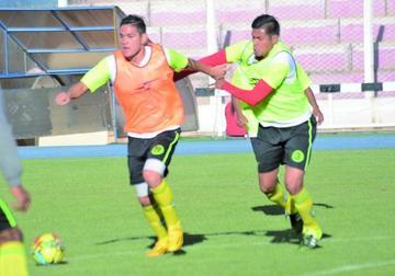 Claudio Centurión, Carlos Vargas y Carlos Mendoza debutan hoy con la divisa lila