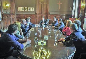Partidos buscan alejar el fantasma del fraude en comicios argentinos