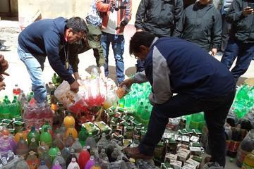 Destruyen bebidas gaseosas y alcohol confiscados en operativos