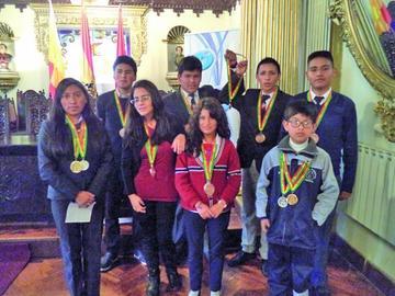 Gobernación reconoce a estudiantes destacados