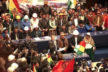 Bolivia gastó Bs 4,4 millones en viajes de dirigentes de sectores sociales
