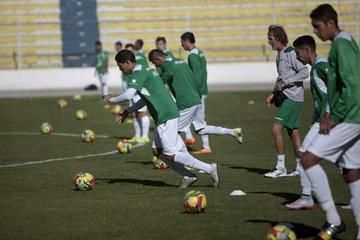 La Selección Nacional comienza a hacer fútbol