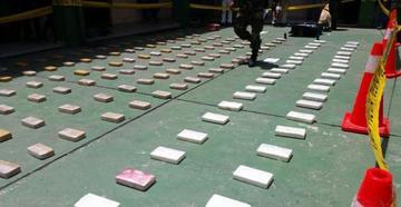 Policía secuestra a narcos más de 4 millones de dólares en drogas