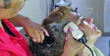 """Esposa de Lens se rapa el cabello ante la """"injusticia"""""""