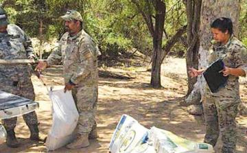 Narcotraficantes abandonan carga de marihuana en la frontera