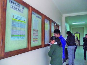 El examen de ingreso a la UATF tiene cerca de dos mil postulantes
