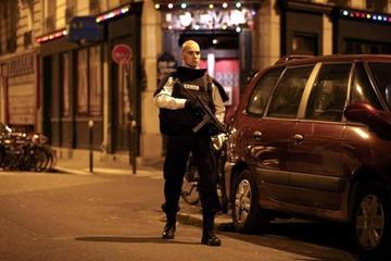Tiroteos y explosiones en París dejan saldo fatal de unos 40 muertos