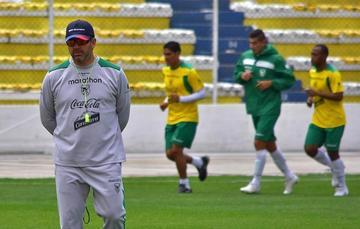 Baldivieso anuncia cambios para enfrentar a Paraguay