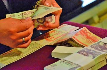 Ministerios adeudan 27 millones de Bolivianos al Fondo de Pensiones