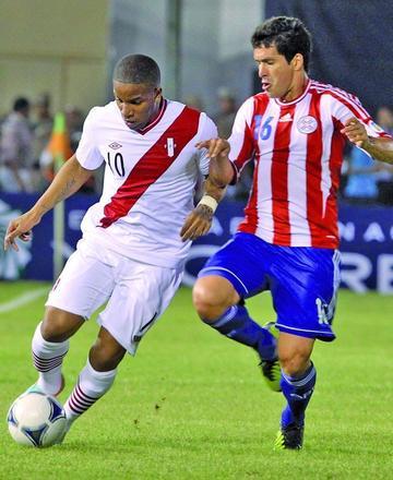Víctor Cáceres será baja en Paraguay