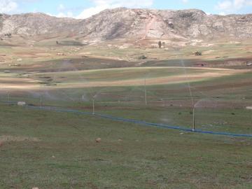 Cejas entrega un sistema de riego en Pampas de Ravelo