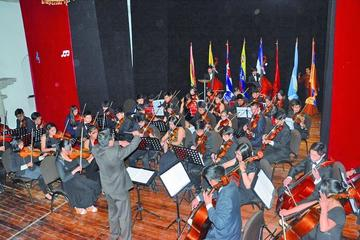 Brilla recital de la orquesta Génesis
