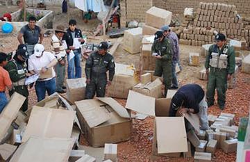 Contrabandistas lanzan mercadería para escapar de efectivos policiales