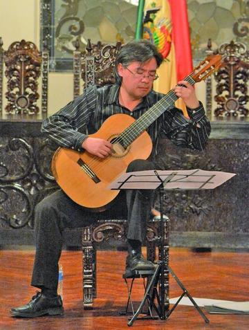 Guitarrista Héctor Osaky presenta un gran recital