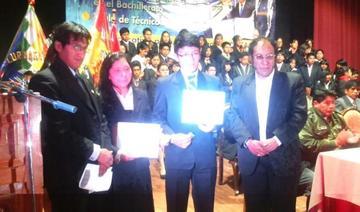 Entregan bono a la excelencia estudiantil a los mejores bachilleres de Potosí