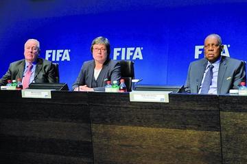 La FIFA decide suspender a Napout y Hawit