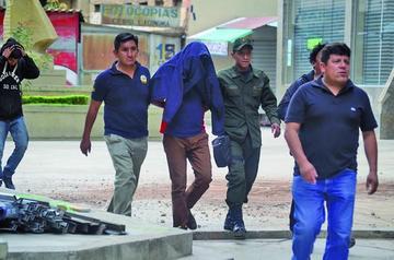 Encarcelan al jefe del Gacip por violar a voluntarios