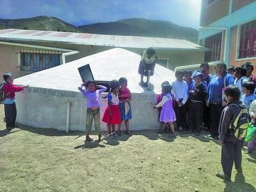 Escuela de Betanzos accede a cisterna para agua potable