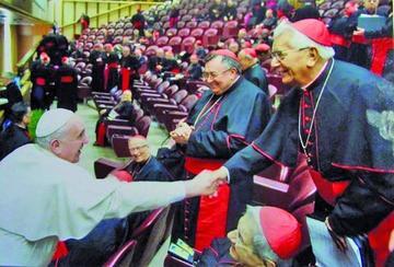 El país se viste de luto tras el fallecimiento del único Cardenal