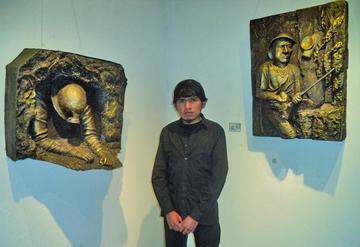 Artista expone en la Casa de Moneda  esculturas hechas de fibra de vidrio