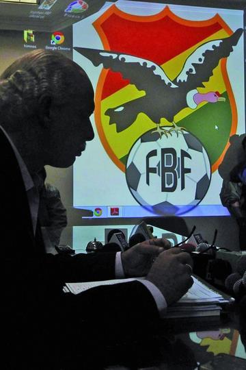 FIFA suspende ayuda económica a Bolivia