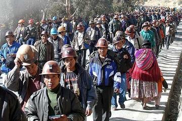Mineros inician congreso tras elegir el presidium