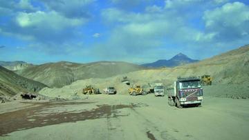 Avanza la construcción de la carretera de Uyuni a Tupiza