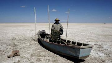 Familias se benefician con ayuda humanitaria en lago Poopó