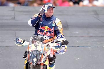 Price gana en motos y Loeb, en autos